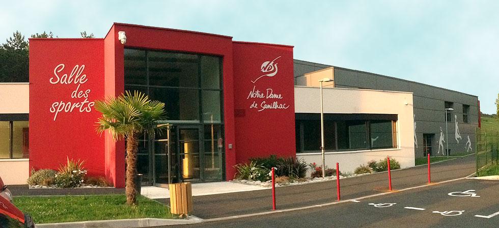 Façade extérieure de la salle d'entrainement et de compétition du SAS Badminton à Sanilhac - Périgueux Dordogne