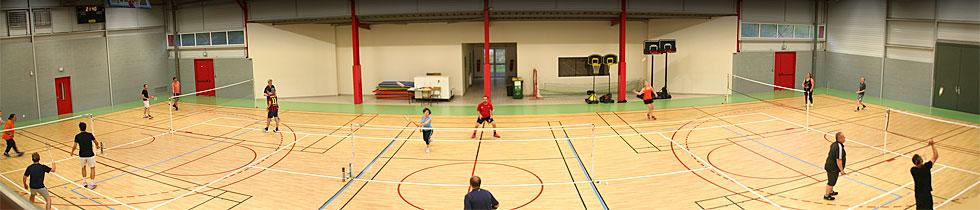 Intérieur de la salle et terrains de badminton du SAS Badminton à Sanilhac - Périgueux Dordogne